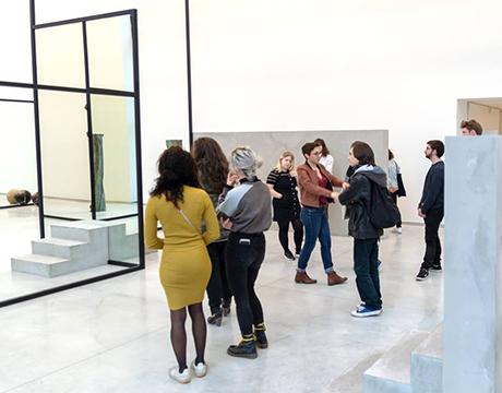 Etudiants en formation infographiste au Centre de création contemporaine Debré